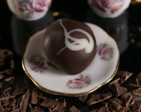 Rose petal sweet in syrup in dark couverture